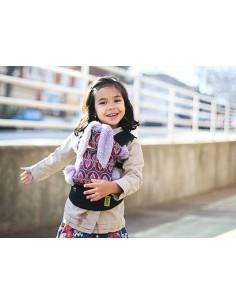 Mini mochila de porteo. Mochila portabebés de juguete. NIñ@ porteando su muñeco