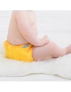 bebe con pañal de tela baba+boo