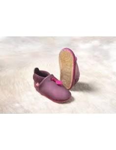 Zapato bebé de suela blanda acabada en caucho. Ideal para gateo y primeros pasos.