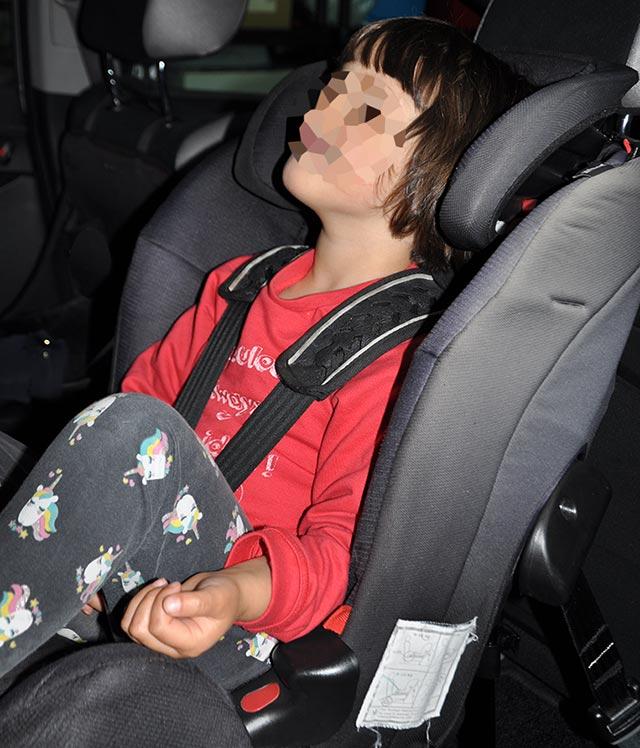 Niña de 5 años en silla ACM