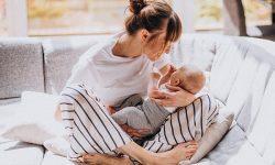 Mamá hablando con su bebé