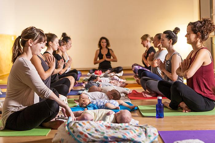 Yoga posparto con bebés Santiago